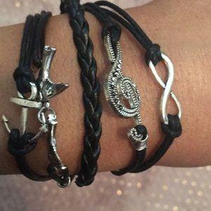 Jewelry - Cute black bracelet